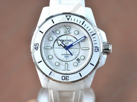 シャネルChanel J12 (Best version)White Ceramic RU/White Swiss Eta 2824-2自動巻き