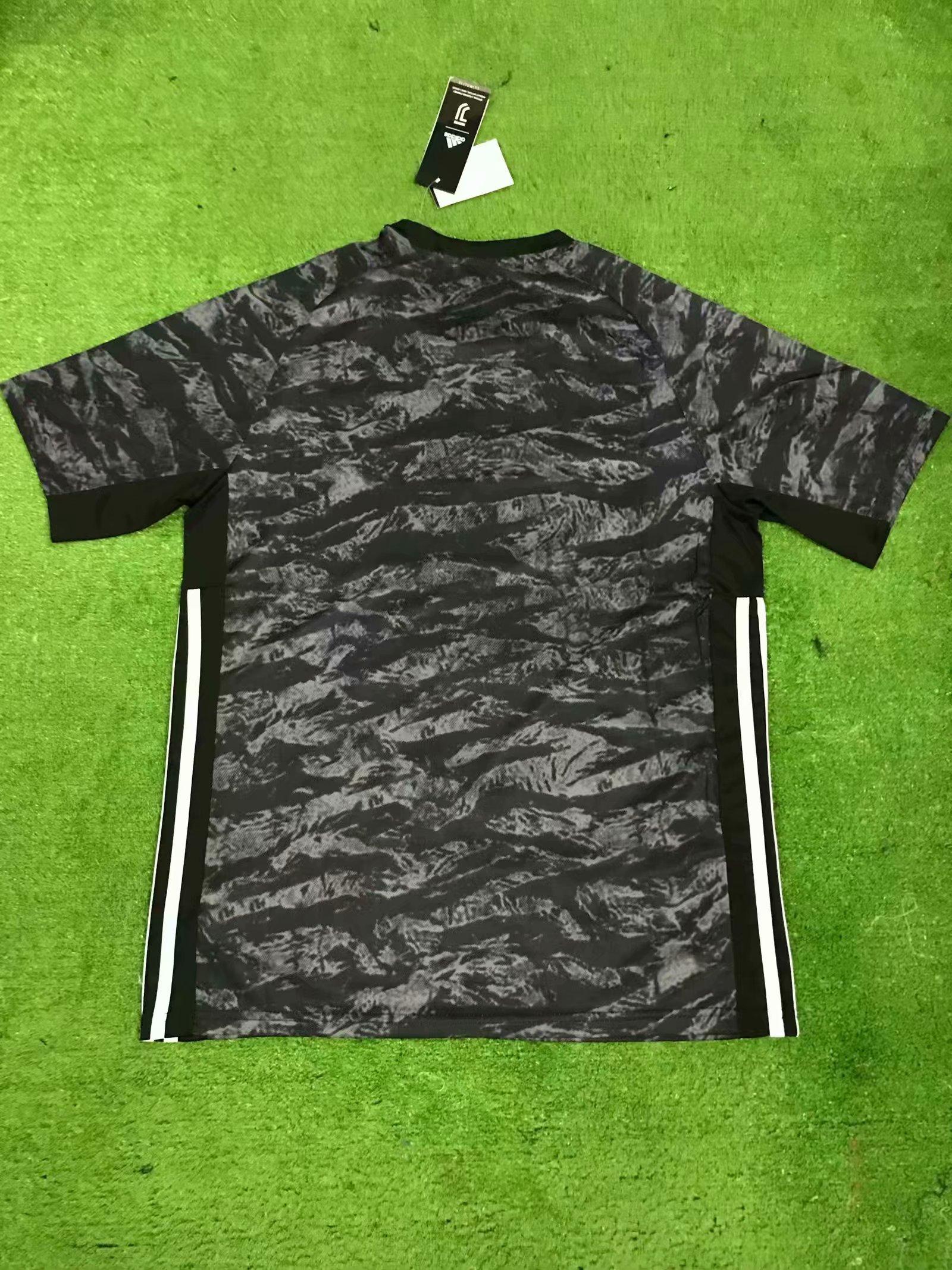 0035a8c479f 19-20 Men juventus Goalkeeper Fan version Soccer jersey Item NO  587321