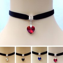 Vogue Vintage Black Velvet Choker Crystal Heart Pendant Gothic Handmade Necklace