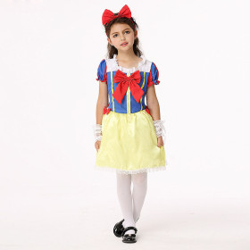 Snow White wears costumes