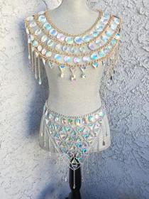 Jewel hollowed chain