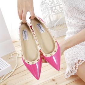 Riveted toe flat sole shoes