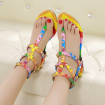 Rome sandals with colorful flat heels and sweet toe rivets