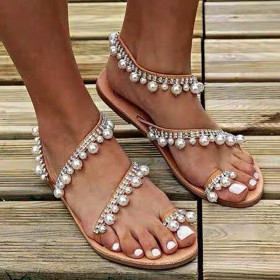 Flat-bottomed fringed pearl sandals