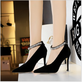 European and American fashionable sexy nightclubs show thin hollow V-shaped metal drill with high heels