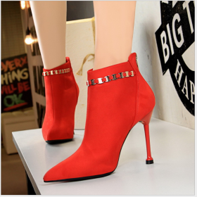 European and American fashion simple high heel suede banquet sexy nightclub slim pointed metal chain children's boots