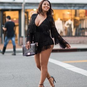 Fashionable sexy fringed shorts