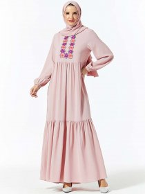 Comfortable and fashionable Arabian women's embroidered long Muslim leisure dress (excluding headscarf)