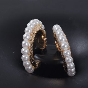 New Pearl Earrings alloy half round C-shaped Earrings fashionable simple and versatile Earrings