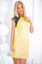 Mini vestido amarillo con manga de encaje en contraste 21302-3