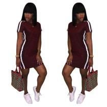 Einfaches kurzes Kleid mit Kontraststreifen 26918-2