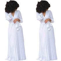Weißes, plissiertes Kleid mit V-Ausschnitt und Ärmeln 27903
