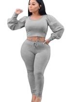 Sexy, festes Crop-Top und lange Hosen