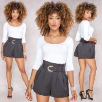 Shorts plisados de cintura alta con cinturón