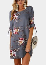 Kurzes, kurzes Kleid mit Blumenmuster