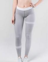 Calça de yoga cinza fitness com linhas de contraste