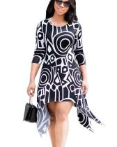 Vestido irregular en blanco y negro de resort