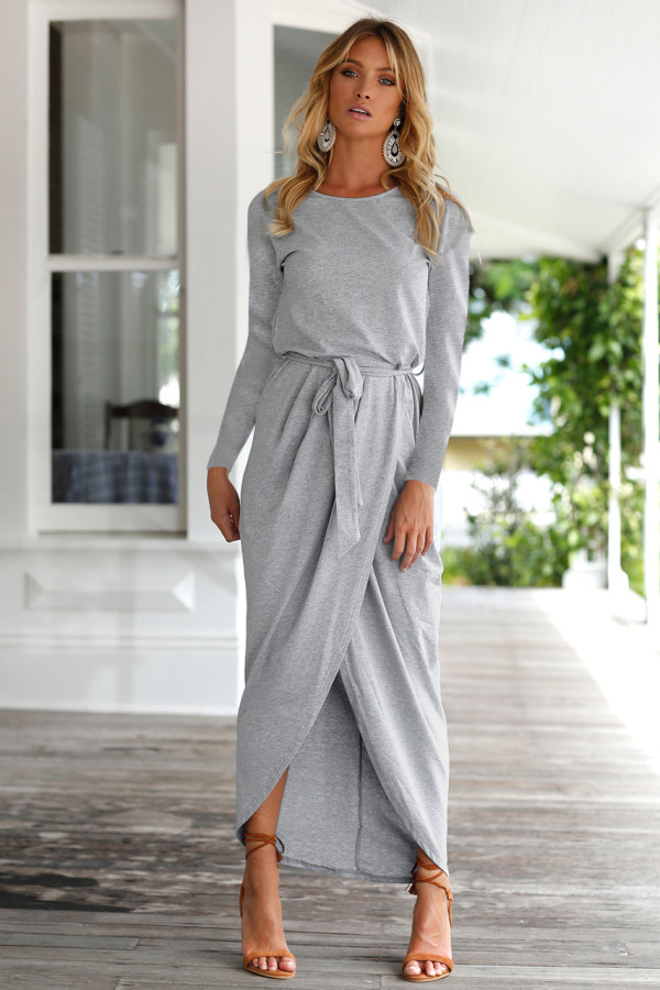 Vestido largo transparente de manga completa con dobladillo cruzado
