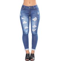 Blaue Zerrissene Jeans auswaschen