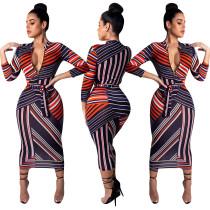 Vestido a media pierna con rayas multicolores y mangas