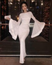 Weißes Abendkleid mit breiten Manschetten