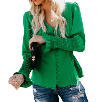 Простая блузка с v-образным вырезом и поп-рукавами