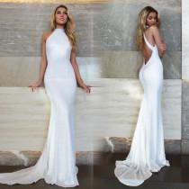 Weißes, schulterfreies Abendkleid