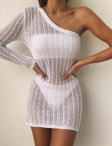 Mini vestido blanco de rejilla de un hombro