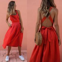 Vestido largo de una línea roja con espalda cruzada