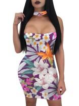 Trägerloses, figurbetontes Kleid mit Blumenmuster