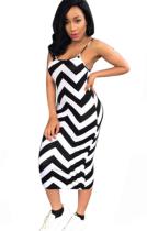 Бело-черное платье с волнистыми ремнями