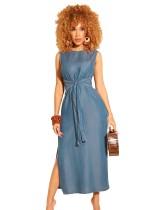 Open mouwloze lange jurk aan de zijkant met riem