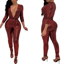Roter Overall mit tiefem V-Pailletten