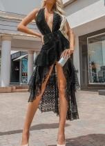 Schwarzes, ärmelloses Kleid mit tiefem V-Ausschnitt