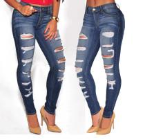 Lavado de jeans rasgados azules