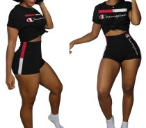 Kurzärmliges Shirt und Shorts mit Sport-Print