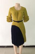 Vestido decente plisado en contraste con mangas con volantes