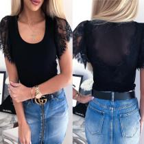 Chemise noire à col rond et manches en dentelle