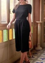 Lässiges Kleid mit langen Taschen und kurzen Ärmeln