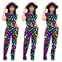 Camisa y pantalón con estampado colorido