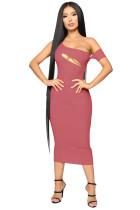 Sexy vestido de midi con un hombro cortado