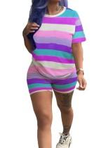 Camisa y pantalones cortos con rayas de colores