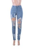 Blaue Mode passend zerrissene Jeans