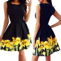 Vestito a pieghe a fiori neri