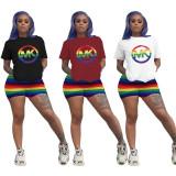 Print basic shirt en kleurrijke shorts