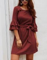 Mini vestido casual o-pescoço com cinto
