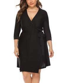 Plus Size Wickelkleid in Schwarz mit Gürtel