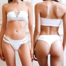 Weiße zerrissene Bandeau Badebekleidung