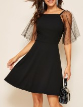 Zwarte A-lijn jurk met mesh mouwen