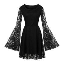 Schwarzes Spitzen-Partykleid mit breiten Manschetten